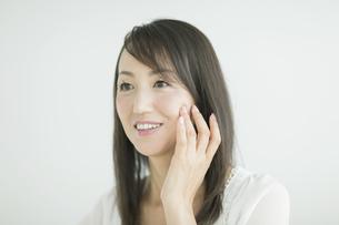 40代日本人女性の美容イメージの写真素材 [FYI01621831]