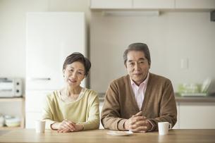 笑顔のシニア夫婦の写真素材 [FYI01621888]