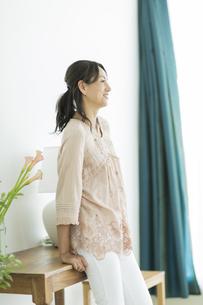 40代日本人女性のポートレートの写真素材 [FYI01621901]