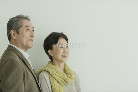 笑顔のシニア夫婦の写真素材 [FYI01621962]