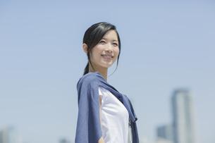 笑顔のビジネスウーマンの写真素材 [FYI01621976]