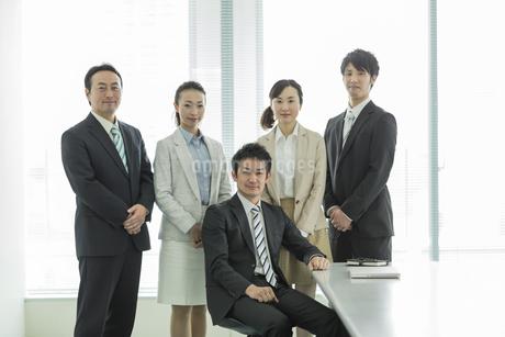 ビジネスマンとビジネスウーマンの写真素材 [FYI01622022]