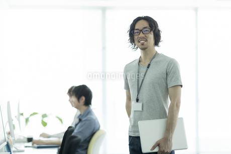 笑顔のビジネスマンの写真素材 [FYI01622064]