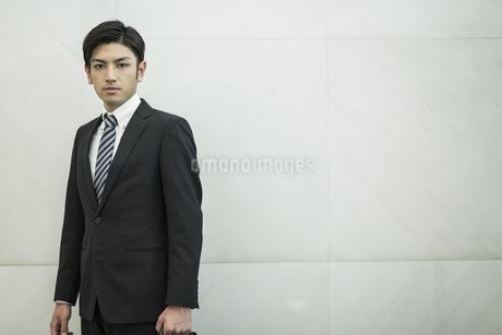 日本人20代のビジネスマンの写真素材 [FYI01622071]
