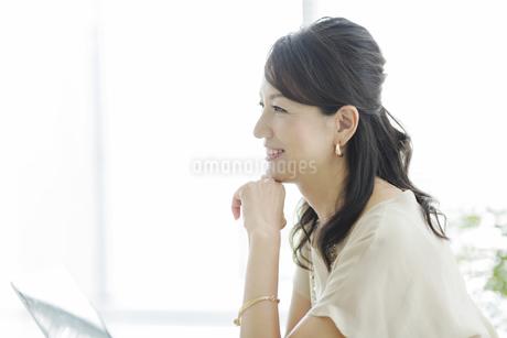 笑顔のビジネスウーマンの写真素材 [FYI01622084]