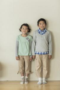 兄と妹のポートレートの写真素材 [FYI01622155]