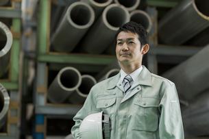 作業服を着た男性の写真素材 [FYI01622157]