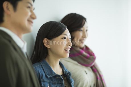 日本人3人家族の写真素材 [FYI01622162]