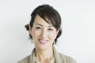 40代日本人女性のポートレートの写真素材 [FYI01622234]
