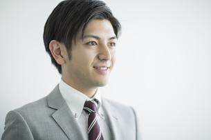 笑顔のビジネスマンの写真素材 [FYI01622328]