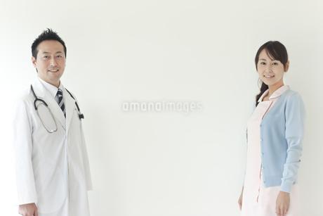 男性医師と看護師の写真素材 [FYI01622343]