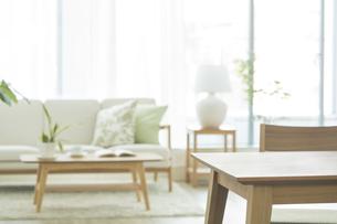 テーブルとリビングルームの写真素材 [FYI01622358]