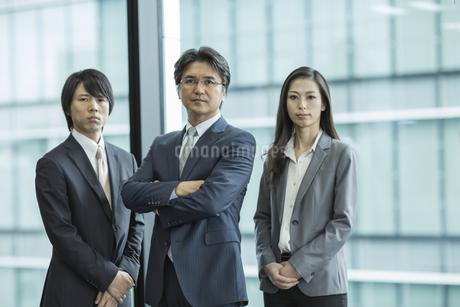 ビジネスマンとビジネスウーマンの写真素材 [FYI01622447]