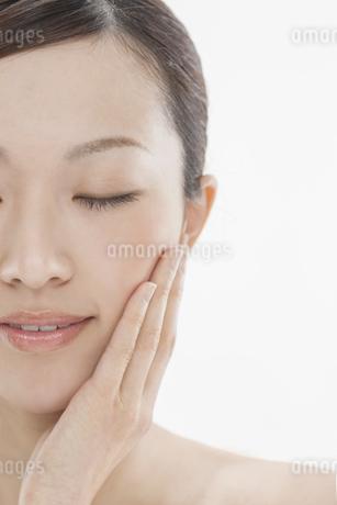 若い女性の美容イメージの写真素材 [FYI01622517]