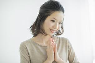 微笑む女性の写真素材 [FYI01622647]