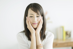 40代日本人女性の美容イメージの写真素材 [FYI01622679]