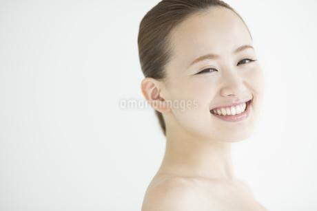 日本人女性のスキンケアイメージの写真素材 [FYI01622738]