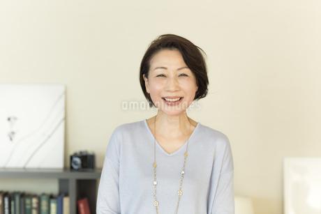 笑顔のシニア女性の写真素材 [FYI01622821]