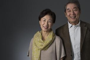 笑顔のシニア夫婦の写真素材 [FYI01622869]