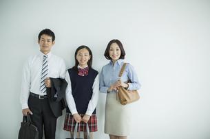家族三人のポートレートの写真素材 [FYI01622932]