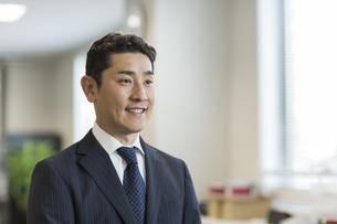 笑顔のビジネスマンの写真素材 [FYI01622939]