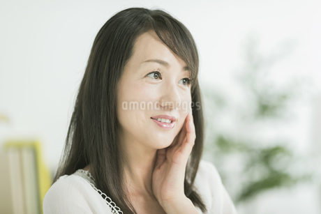 40代日本人女性の美容イメージの写真素材 [FYI01622967]