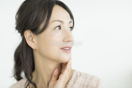 笑顔の40代女性の写真素材 [FYI01623051]