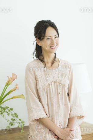 40代日本人女性のポートレートの写真素材 [FYI01623105]