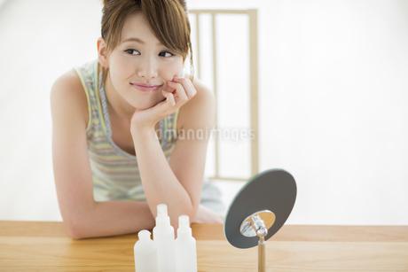若い女性のスキンケアイメージの写真素材 [FYI01623171]