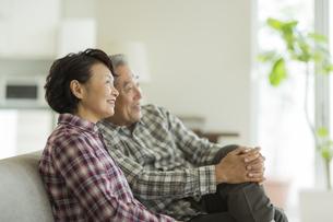 笑顔のシニア夫婦の写真素材 [FYI01623184]