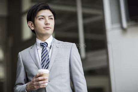 日本人20代のビジネスマンの写真素材 [FYI01623197]