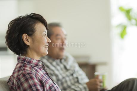 笑顔のシニア夫婦の写真素材 [FYI01623203]