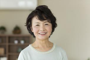 笑顔のシニア女性の写真素材 [FYI01623270]