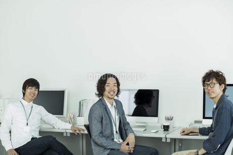 笑顔のビジネスマンの写真素材 [FYI01623326]