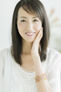 40代日本人女性の美容イメージの写真素材 [FYI01623348]
