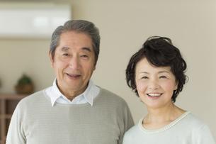 笑顔のシニア夫婦の写真素材 [FYI01623366]