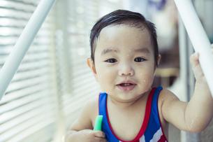 笑顔の赤ちゃんの写真素材 [FYI01623438]