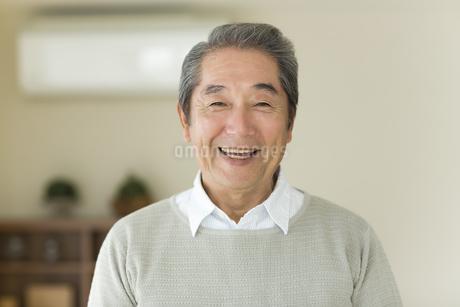 笑顔のシニア男性の写真素材 [FYI01623503]