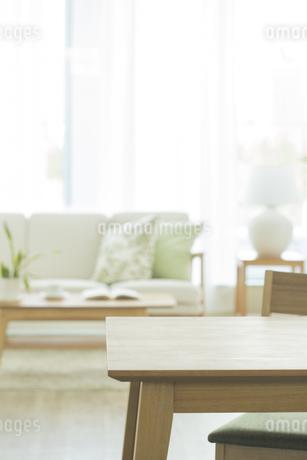 テーブルとリビングルームの写真素材 [FYI01623514]