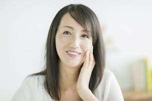40代日本人女性の美容イメージの写真素材 [FYI01623562]