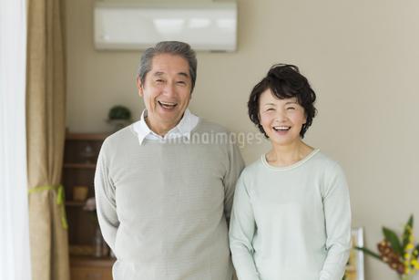 笑顔のシニア夫婦の写真素材 [FYI01623581]