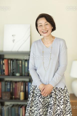 笑顔のシニア女性の写真素材 [FYI01623624]