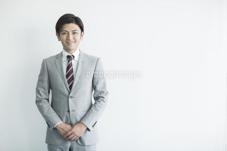 笑顔のビジネスマンの写真素材 [FYI01623631]