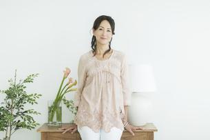 40代日本人女性のポートレートの写真素材 [FYI01623647]