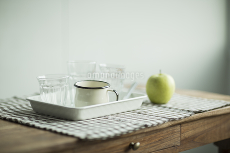 テーブルと食器の写真素材 [FYI01623719]