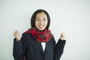 ガッツポーズをする女子高校生の写真素材 [FYI01623752]