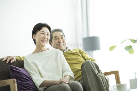 笑顔のシニア夫婦の写真素材 [FYI01623794]
