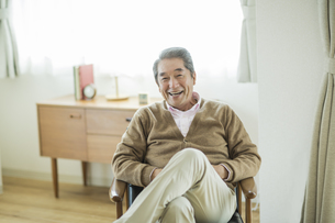 笑顔のシニア男性の写真素材 [FYI01623805]