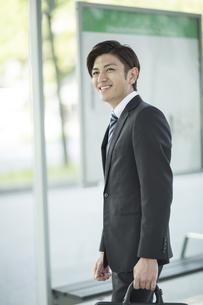 通勤をするビジネスマンの写真素材 [FYI01623842]