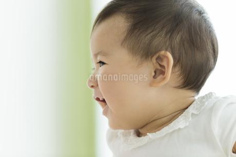 笑顔の赤ちゃんの写真素材 [FYI01623845]